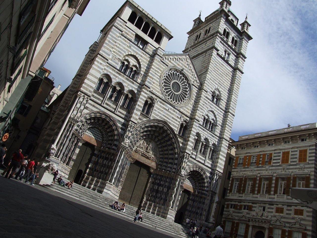 1280px-Cathedral_San_Lorenzo_Genova_Liguria_Italy_-_Creative_Commons_by_gnuckx_(3619643426)